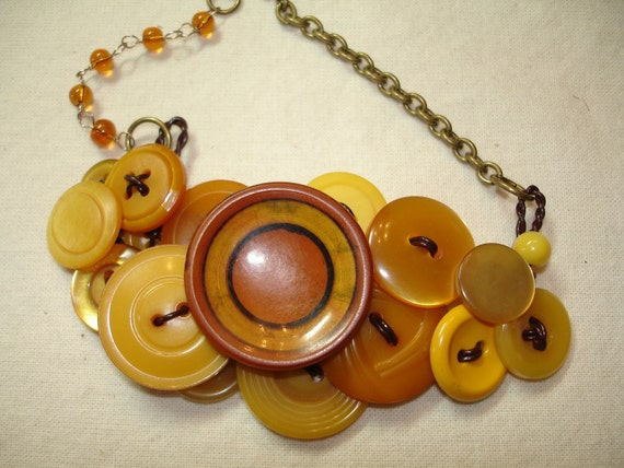 Button Necklace - Vintage Fashion - DEEP YELLOW GOLD -  Honey Gold -Vintage Button Jewelry -