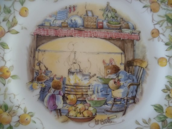 Brambly Hedge Royal Doulton Plate Crabapple Cottage  JILL BARKLEM