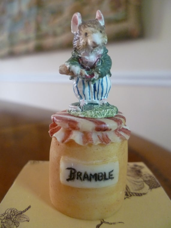 Brambly Hedge Picnic Thimble Basil with Bottle with Original Box