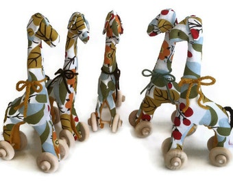 Giraffe Party Favors - Set of 5 Mini Giraffe Pull Toy Favors
