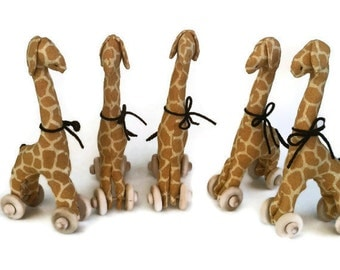 Giraffe Favor Set - 5 Mini Giraffe Pull Toy Favors - Baby Shower Favor - Jungle Birthday Party