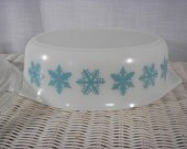 Vintage Pyrex Snowflake Caserrole Dish with Lid
