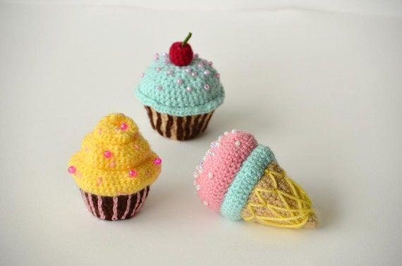 Kawaii Amigurumi Cupcake Keychain : Cherry Cupcake Crochet Pattern, Cupcake Amigurumi Pattern ...