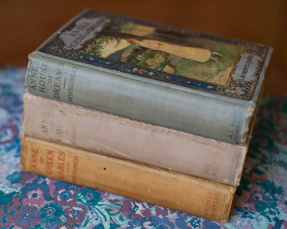 1915 Anne of Green Gables - Anne of Avonlea 1916 - Anne's House of Dreams 1917 - Amazing Vintage Book Collection