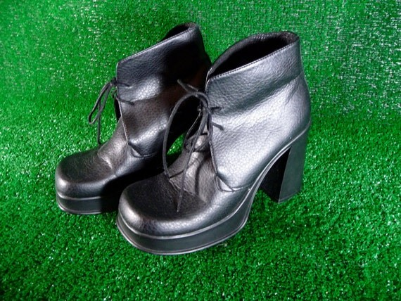 Black Chunky Heeled Platform Lace Up Desert Boots 90s  8.5