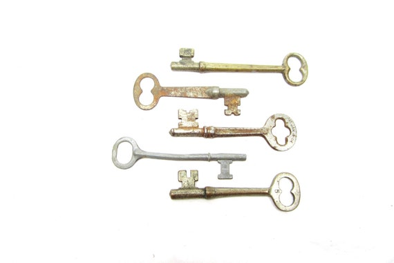 5 Antique Skeleton Keys for Collection Art or Jewelry