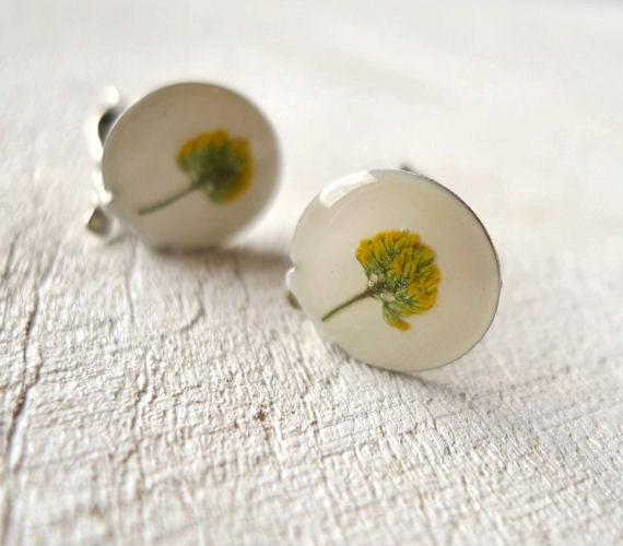 Pressed Flower Earrings - yellow flowers preserved in resin - handmade botanical jewelry