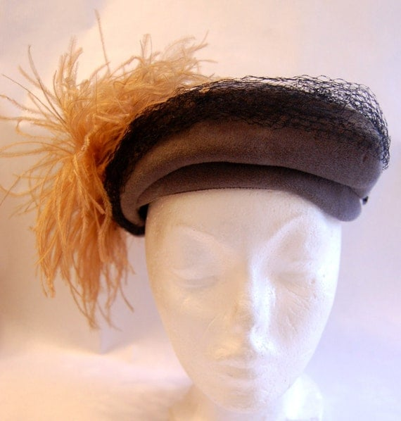 RESERVED FOR MARIE Vintage 1950s Women's Grey Velour Felted Fur Hat with Light Pink/Blush Feather