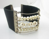 Pearl and Leather Bracelet / Cuff - Modern & Sexy - Sterling Silver - serpilguneysu