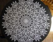 Pineapple / White Doily / Round / Large / Centerpiece
