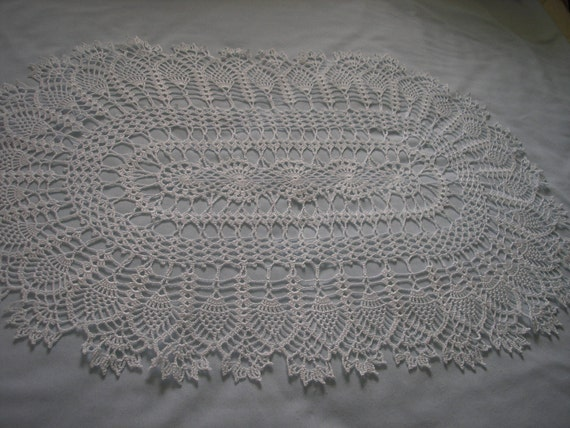 Large Oval White Centerpiece Doily / Tabletopper / Pineapples / New
