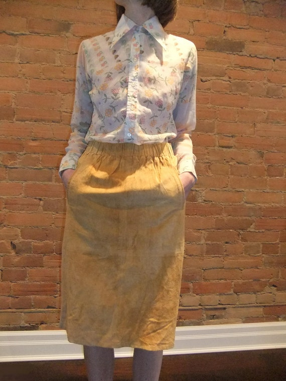 suede skirt, midi length, amber color