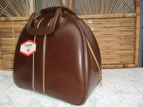 Vintage 1970s Chocolate  Brown Naugahyde Bowling Bag Unused in very good condition
