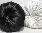 "Black-Ecru  Round Pillow Set 16"""