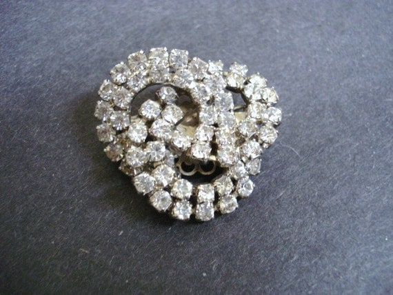 Clear Crystal Brooch    Lovers Knot     Holiday Brooch     Rhinestone Brooch    Elegant Pin