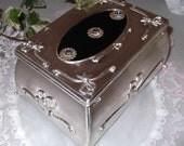 Stunning Vintage Jewlery Box