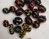 20 PCS Black ,yellow, red point Handmade glass beads