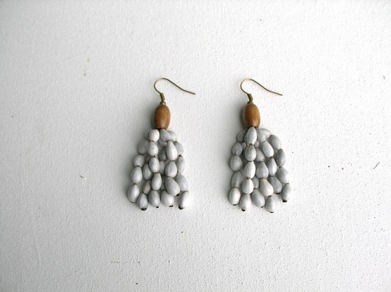 Seeds and Wood Earrings : light grey day