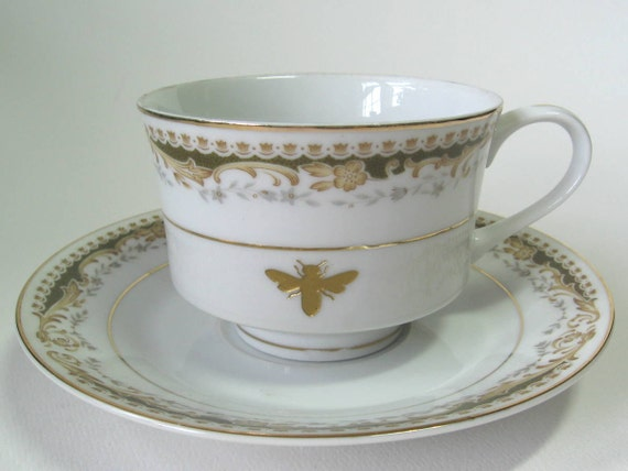 reCYCLEd tea cup and saucer with honey bee