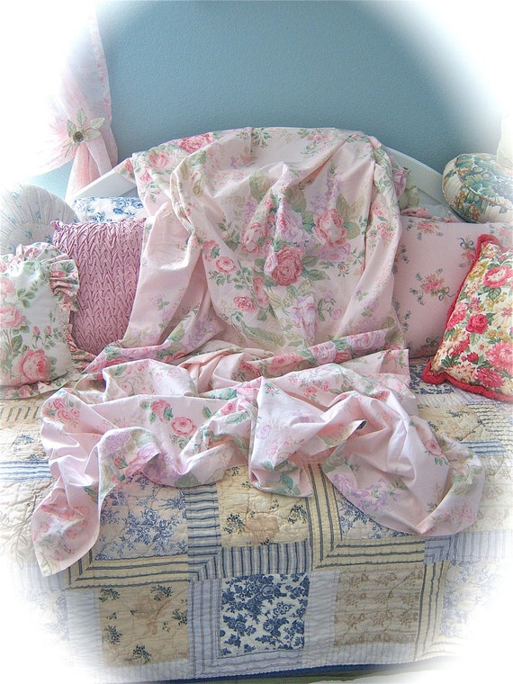 20% OFF SALE Treasury Item Soft Pink Shabby Cabbage Roses Floral Twin Bed Sheets Sets 5 Piece