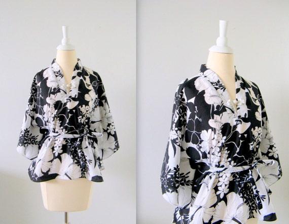 Vintage Kimono Top - 1970s Bohemian Blouse -  Black and White Print