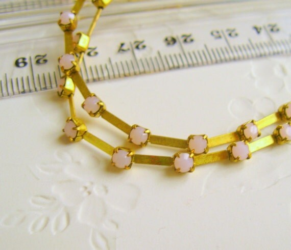Beautiful Rose Alabasterl Rhinestone chain 24pp 3.2 mm Pink Opal Brass Rhinestone Crystal Chain prong set