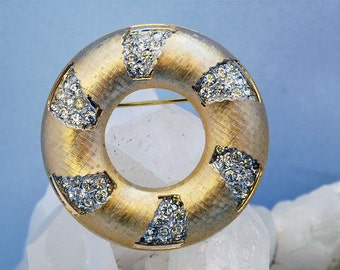Kramer 60s changeable gold and rhinestone circle brooch
