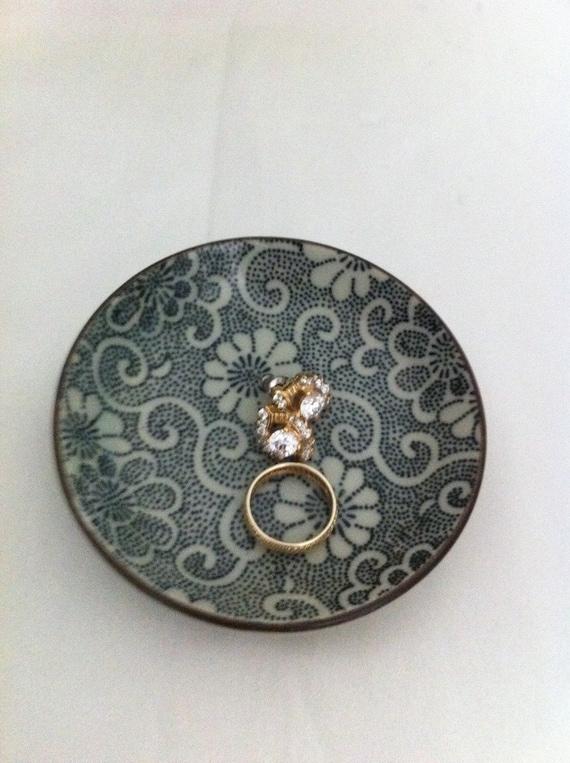 Vintage Ring holder plate