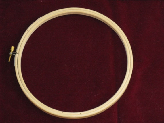 Embroidery hoop round wood screw tension type