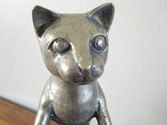 Amazing metal cat statue
