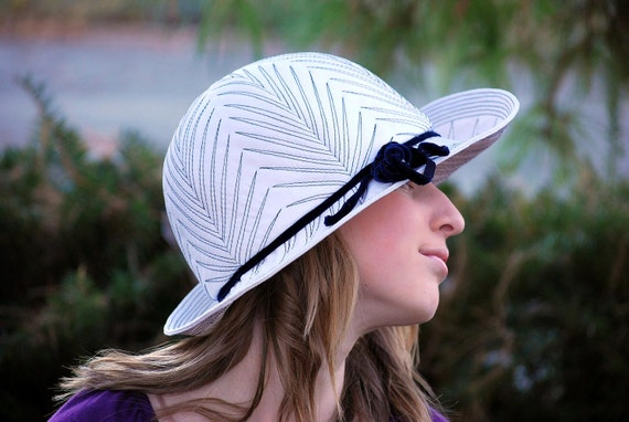 Yearn For Ferns 1960s Vintage Mod Nadelle Cloche Hat In White Black And Navy Sz 22
