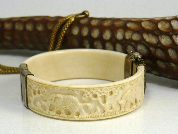 Vintage Ivory Carved Elephant Bangle Bracelet w/ silver hinge clasp (ITEM-S01)