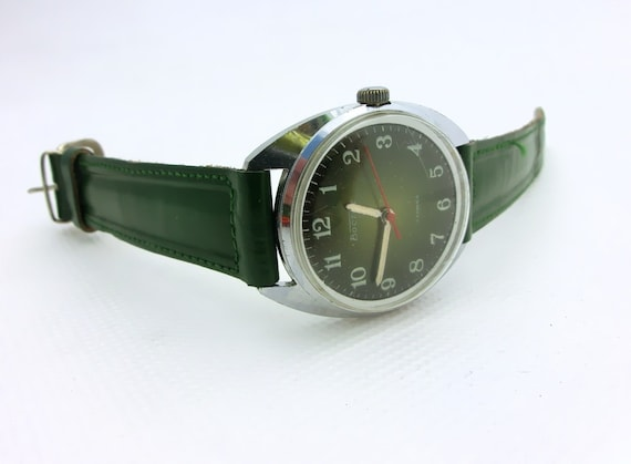 Vintage Green wrist watch 17 jewels from Russia