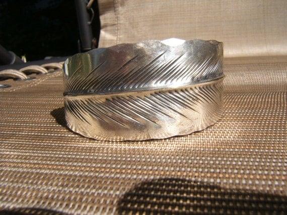 Vintage  stuart NYE sterling Feather cuff, signed.......unisex bracelet  5 1/2 inch small....TREASURY ITEM