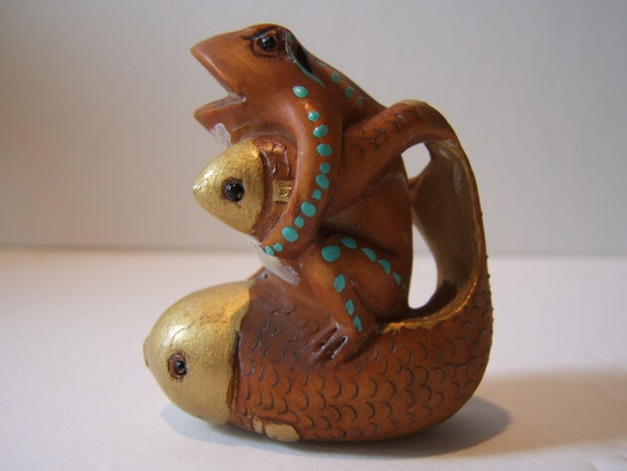 netsuke, hand carved, hand painted, FROG  two Gold fish, hand rubbed...free ship in usa TREASURY ITEM