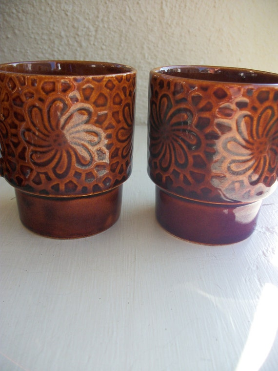 Retro Pair Of  Stacking Cups Nice Groovy Pattern