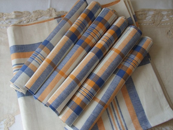 Vintage French Metis linen table cloth and six napkins/serviettes.  Never used.