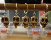 5 Skull stitch markers