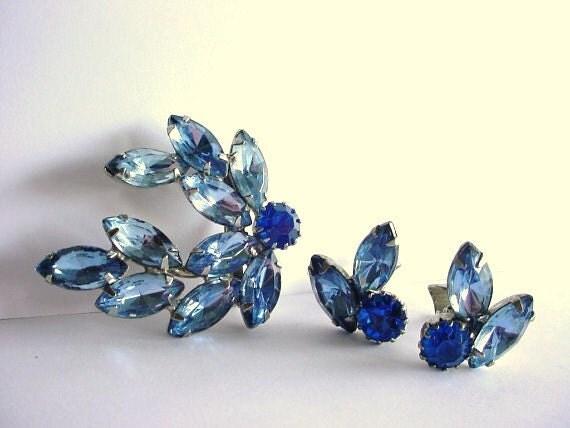 Blue Brooch and Clip Earrings Set Vintage