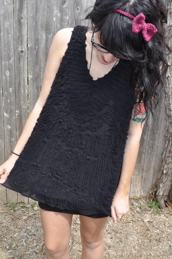 FREE SHIPPING Sleeveless Black Design Blouse Size Medium