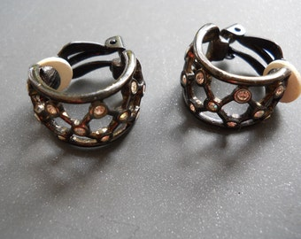 Vintage Givenchy clip-on earrings in black enamel with rhinestones