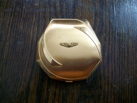 Vintage Compact 1940s Elgin American Gold Tone w/ Wings Decoration