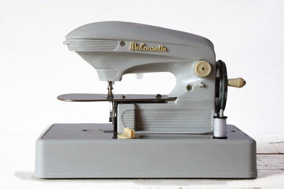 Lovely old french CHILD SEWING machine - Old Toy  - Ma COUSETTE