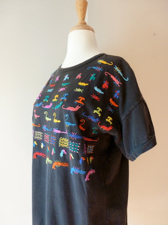 80's Guatemalan Tshirt Black Embroidered Animals Worry Dolls L