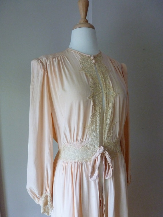 40's Dressing Gown Peach Rayon Satin Lace Lounger Robe M L