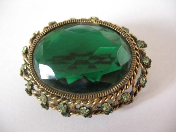 big green brooch, 1960's brooch, mad man accessories, big oval shaped green rhinestone brooch framed in a beautiful filigree inlayed frame