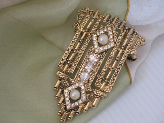 RESERVED brooch vintage art deco style inlayed with rhinestones and faux pearls
