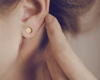 Simple modern stud earrings in 14 karat gold