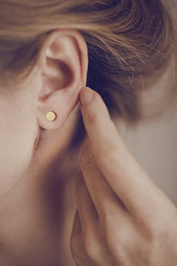 Simple modern stud earrings in 14 karat gold