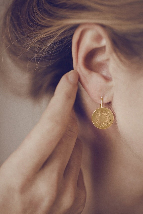 Round bridal earrings with delicate dot pattern in silver, goldplated